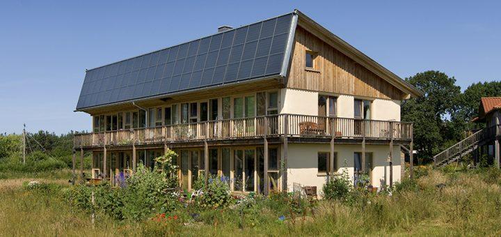 Stroballenhaus Libelle im Ökodorf Sieben Linden